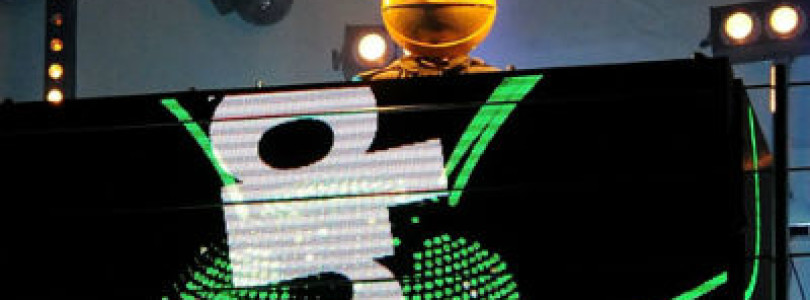 #News: Deadmau5 teams up with Nokia Lumia and lights up London with amazing 4D projection!
