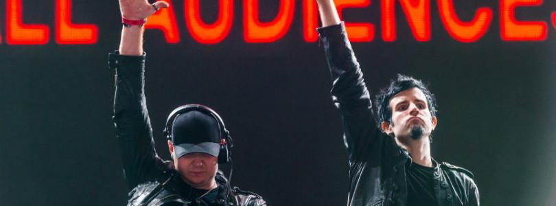 Rob Swire temporarily loses hearing, blames E-Cigs