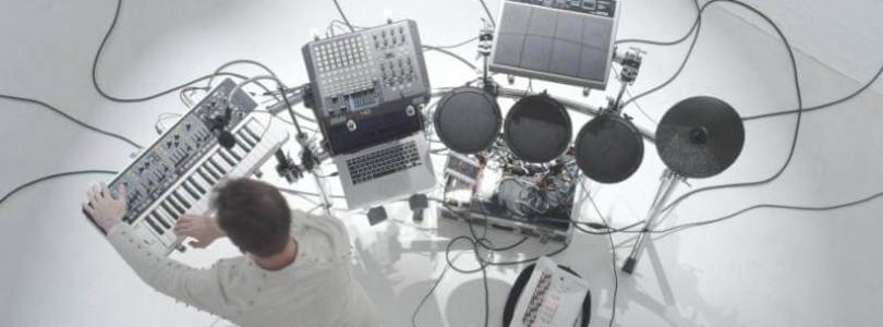 ALPINE UNIVERSE explains his live set up on video