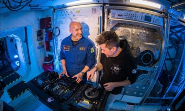 astronaut dj set space