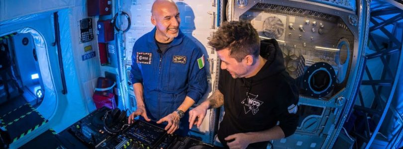 astronaut dj set space