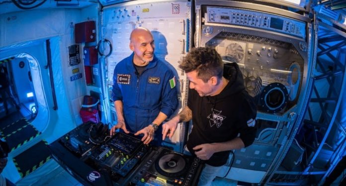 first ever dj set in space to be broadcasted by bigcitybeats