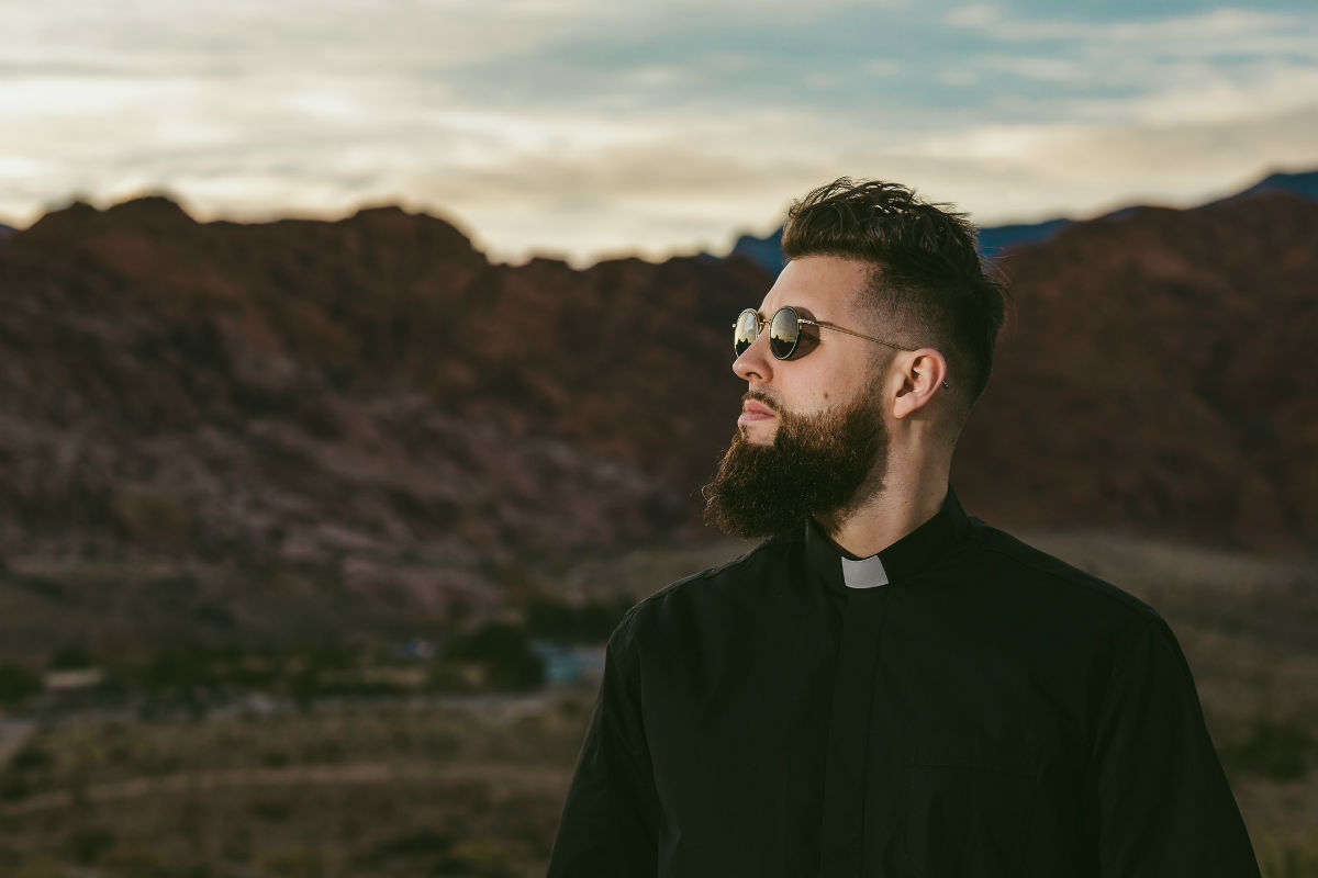 "Tchami delivers bass-driven dance fusion with new single and official video ""Rainforest"" ile ilgili görsel sonucu"