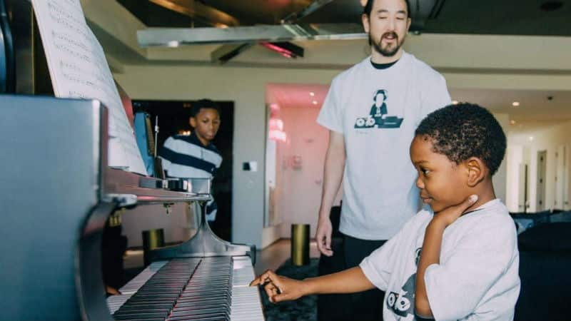 jamar woods playing piano with steve aoki