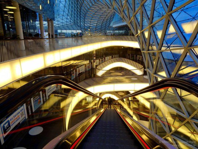 worlds first dj set escalator